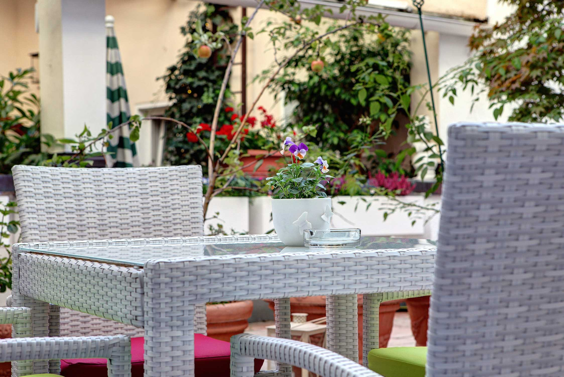 Hotel Condor, detail breakfast garden view